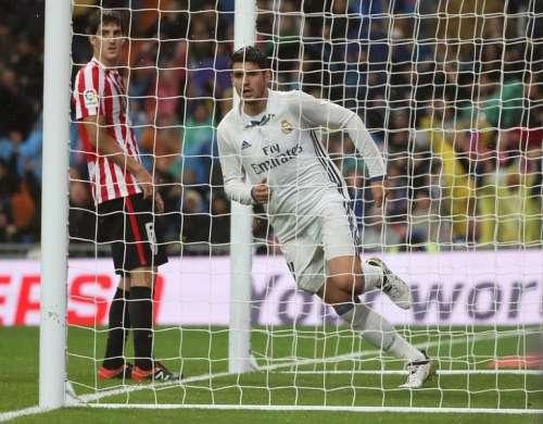 Football Soccer - Spanish Liga Santander - Real Madrid v Athletic Bilbao- Santiago Bernabeu stadium, Madrid, Spain 23/10/16. Real Madrid's Alvaro Morata celebrates his goal. REUTERS/Andrea Comas