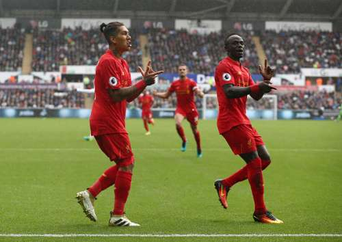 SWANSEA, WALES - OCTOBER 01: Roberto Firmino of Liverpool (L) and Sadio Mane of Liverpool (R) celebrates their sides first goal during the Premier League match between Swansea City and Liverpool at Liberty Stadium on October 1, 2016 in Swansea, Wales.  (Photo by Julian Finney/Getty Images)