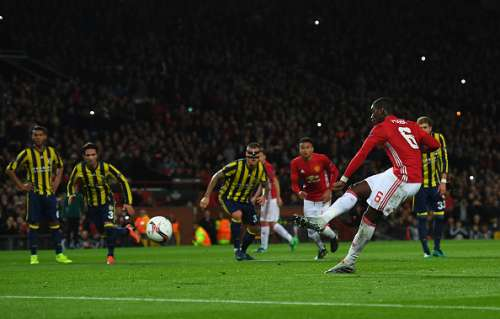 MANCHESTER, ENGLAND - OCTOBER 20:  Paul Pogba of Manchester United scores the opening goal from the penalty spot during the UEFA Europa League Group A match between Manchester United FC and Fenerbahce SK at Old Trafford on October 20, 2016 in Manchester, England.  (Photo by Laurence Griffiths/Getty Images)