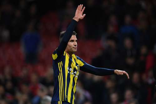 MANCHESTER, ENGLAND - OCTOBER 20:  Robin van Persie of Fenerbahce applauds the fans following the final whistle during the UEFA Europa League Group A match between Manchester United FC and Fenerbahce SK at Old Trafford on October 20, 2016 in Manchester, England.  (Photo by Laurence Griffiths/Getty Images)