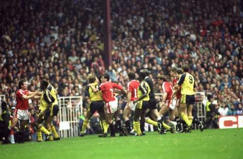 Arsenal and Manchester United players fight