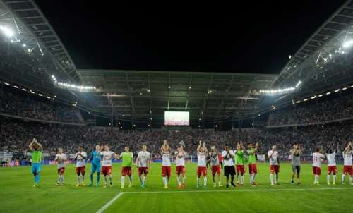 Football Soccer - RB Leipzig vs Borussia Dortmund - German Bundesliga - Red-Bull-Arena, Leipzig, Germany - 10/09/16. RB Leipzig's team cheers after winning. REUTERS/Stefanie Loos/Files
