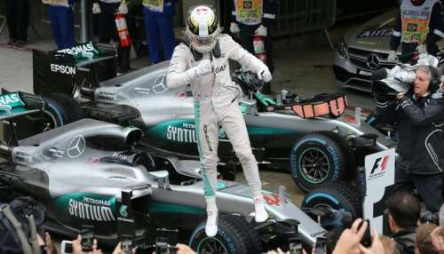 Formula One - F1 - Brazilian Grand Prix - Circuit of Interlagos, Sao Paulo, Brazil - 13/11/2016 - Mercedes' Lewis Hamilton of Britain celebrates atop his car after winning the race. REUTERS/Paulo Whitaker