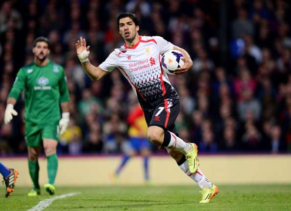 LONDON, ENGLAND - MAY 05:  Luis Suarez of Liverpool celebrates after scoring his team