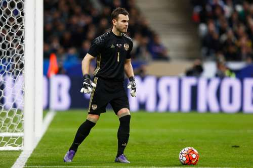 PARIS, FRANCE - MARCH 29:  Goalkeeper, Igor Akinfeev of Russia in action during the International Friendly match between France and Russia held at Stade de France on March 29, 2016 in Paris, France.  (Photo by Dean Mouhtaropoulos/Getty Images)