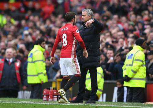 MANCHESTER, ENGLAND - NOVEMBER 19:  Jose Mourinho, Manager of Manchester United embraces Juan Mata of Manchester United after he is subbed off for Morgan Schneiderlin of Manchester United (not pictured) during the Premier League match between Manchester United and Arsenal at Old Trafford on November 19, 2016 in Manchester, England.  (Photo by Shaun Botterill/Getty Images)