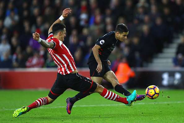 SOUTHAMPTON, ENGLAND - NOVEMBER 19: Jose Fonte of Southampton (L) stretches to block Philippe Coutinho of Liverpool (R) shot during the Premier League match between Southampton and Liverpool at St Mary