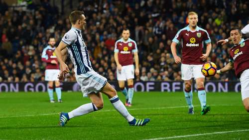 WEST BROMWICH, ENGLAND - NOVEMBER 21:  Darren Fletcher of West Bromwich Albion scores theif third during the Premier League match between West Bromwich Albion and Burnley at The Hawthorns on November 21, 2016 in West Bromwich, England.  (Photo by Stu Forster/Getty Images)