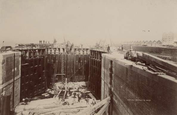 The construction of Bridgewater Lock on the Manchester Ship Canal in northwest England, circa 1890. (Photo by Hulton Archive/Getty Images)