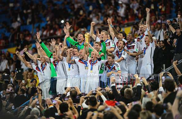 RIO DE JANEIRO, BRAZIL - JULY 13:  Philipp Lahm of Germany lifts the World Cup trophy with teammates after defeating Argentina 1-0 in extra time during the 2014 FIFA World Cup Brazil Final match between Germany and Argentina at Maracana on July 13, 2014 in Rio de Janeiro, Brazil.  (Photo by Matthias Hangst/Getty Images)