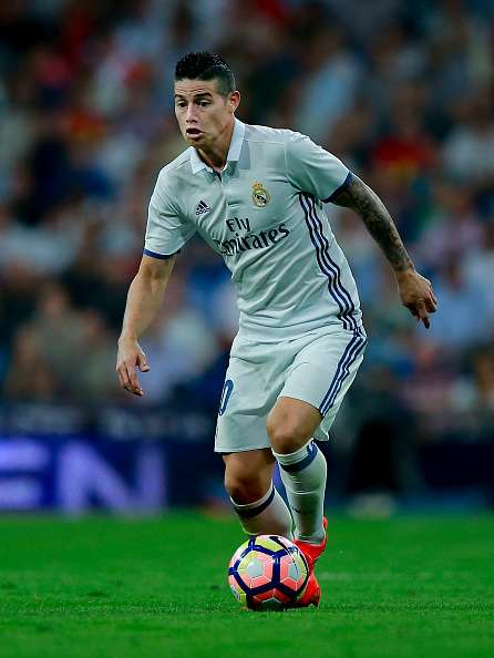 MADRID, SPAIN - SEPTEMBER 21: James Rodriguez of Real Madrid CF controls the ball during the La Liga match between Real Madrid CF and Villarreal CF at Santiago Bernabeu stadium on September 21, 2016 in Madrid, Spain. (Photo by Gonzalo Arroyo Moreno/Getty Images)