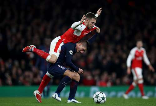 LONDON, ENGLAND - NOVEMBER 23:  Aaron Ramsey of Arsenal (L) fouls Marco Verratti of PSG (C) during the UEFA Champions League Group A match between Arsenal FC and Paris Saint-Germain at the Emirates Stadium on November 23, 2016 in London, England.  (Photo by Julian Finney/Getty Images)