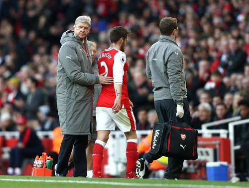 LONDON, ENGLAND - NOVEMBER 27: Arsene Wenger, Manager of Arsenal (L) pats Mathieu Debuchy of Arsenal on the back after he is forced off the pitch due to injury during the Premier League match between Arsenal and AFC Bournemouth at Emirates Stadium on November 27, 2016 in London, England.  (Photo by Clive Rose/Getty Images)