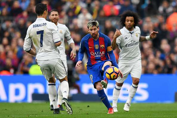 BARCELONA, SPAIN - DECEMBER 03: Lionel Messi of Barcelona and Cristiano Ronaldo of Real Madrid compete for the ball during the La Liga  match between FC Barcelona and Real Madrid CF at Camp Nou on December 3, 2016 in Barcelona, Spain.  (Photo by David Ramos/Getty Images)