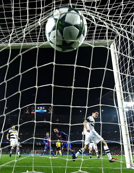 BARCELONA, SPAIN - DECEMBER 06:  Arda Turan of Barcelona scores his sides second goal during the UEFA Champions League Group C match between FC Barcelona and VfL Borussia Moenchengladbach at Camp Nou on December 6, 2016 in Barcelona, .  (Photo by David Ramos/Getty Images)
