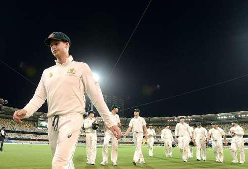 BRISBANE, AUSTRALIA - DECEMBER 18:  Steve Smith of Australia leads his team from the field after day four of the First Test match between Australia and Pakistan at The Gabba on December 18, 2016 in Brisbane, Australia.  (Photo by Bradley Kanaris/Getty Images)