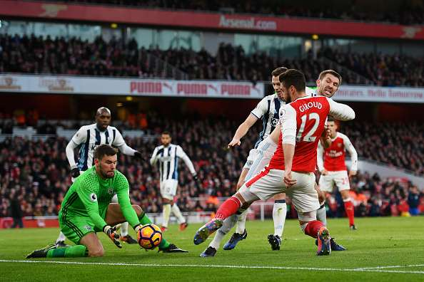 LONDON, ENGLAND - DECEMBER 26:  Ben Foster of West Bromwich Albion claims the ball as Olivier Giroud of Arsenal stretches to reach it during the Premier League match between Arsenal and West Bromwich Albion at Emirates Stadium on December 26, 2016 in London, England.  (Photo by Shaun Botterill/Getty Images)