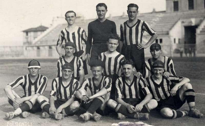 Atlanta squad picture during 1929-1930 season.