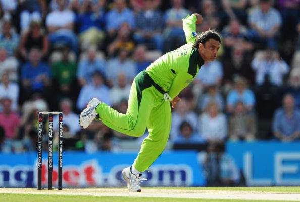 SOUTHAMPTON, ENGLAND - SEPTEMBER 22: Shoaib Akhtar of Pakistan bowls during the 5th NatWest One Day International between England and Pakistan at The Rose Bowl on September 22, 2010 in Southampton, England.  (Photo by Mike Hewitt/Getty Images)