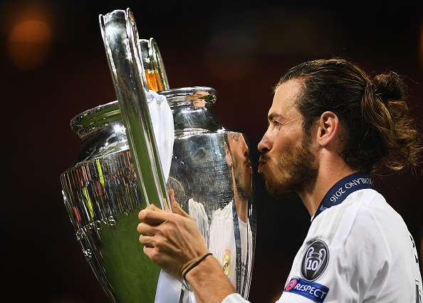 MILAN, ITALY - MAY 28:  Gareth Bale of Real Madrid celebrates with the trophy after victory in the UEFA Champions League Final match between Real Madrid and Club Atletico de Madrid at Stadio Giuseppe Meazza on May 28, 2016 in Milan, Italy.  (Photo by Laurence Griffiths/Getty Images)