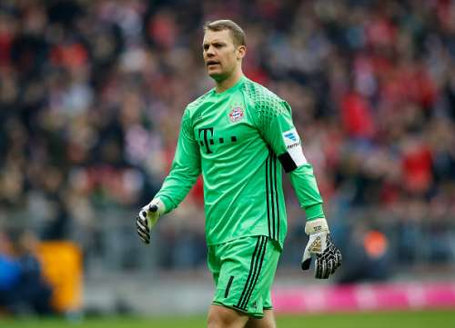 MUNICH, GERMANY - NOVEMBER 05:  Goalkeeper Manuel Neuer of FC Bayern Muenchen reacts during the Bundesliga match between Bayern Muenchen and TSG 1899 Hoffenheim at Allianz Arena on November 5, 2016 in Munich, Germany.  (Photo by Boris Streubel/Getty Images)