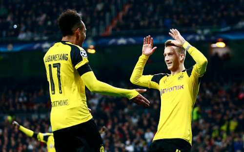 MADRID, SPAIN - DECEMBER 07:  Marco Reus of Borussia Dortmund (R) celebrates scoring his sides second goal with Pierre-Emerick Aubameyang of Borussia Dortmund (L) during the UEFA Champions League Group F match between Real Madrid CF and Borussia Dortmund at the Bernabeu on December 7, 2016 in Madrid, Spain.  (Photo by Gonzalo Arroyo Moreno/Getty Images)