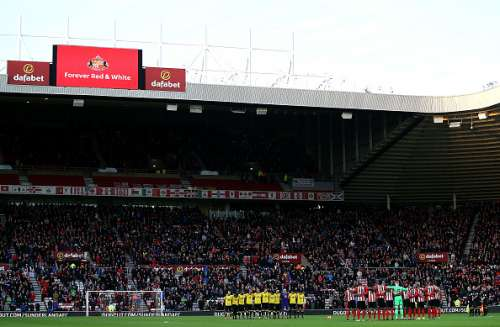 SUNDERLAND, ENGLAND - DECEMBER 17:  Teams line up for a minute silence ahead of kick off during the Premier League match between Sunderland and Watford at Stadium of Light on December 17, 2016 in Sunderland, England.  (Photo by Jan Kruger/Getty Images)