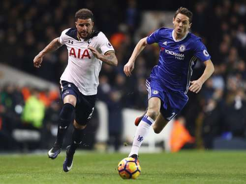 LONDON, ENGLAND - JANUARY 04:  Kyle Walker of Tottenham Hotspur (L) takes the ball past Nemanja Matic of Chelsea (R) during the Premier League match between Tottenham Hotspur and Chelsea at White Hart Lane on January 4, 2017 in London, England.  (Photo by Clive Rose/Getty Images)
