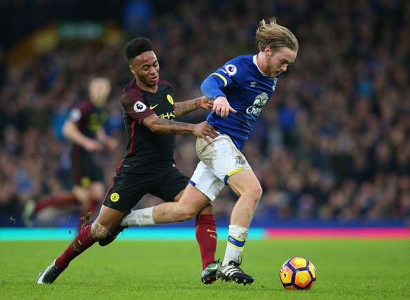 LIVERPOOL, ENGLAND - JANUARY 15:  Tom Davies of Everton is challenged by Raheem Sterling of Manchester City during the Premier League match between Everton and Manchester City at Goodison Park on January 15, 2017 in Liverpool, England.  (Photo by Alex Livesey/Getty Images)
