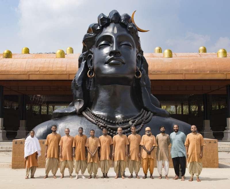 Monks From Isha Yoga Center To Run Mumbai Marathon Educate Rural Children Of Tamil Nadu And Andhra Pradesh