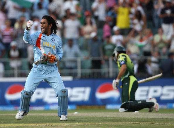 MS Dhoni celebrates the World T20 win in 2007