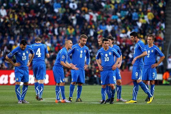 JOHANNESBURG, SOUTH AFRICA - JUNE 24:  Fabio Cannavaro captain of Italy encourages his dejected team mates following the first goal by Slovakia during the 2010 FIFA World Cup South Africa Group F match between Slovakia and Italy at Ellis Park Stadium on June 24, 2010 in Johannesburg, South Africa.  (Photo by David Cannon/Getty Images)