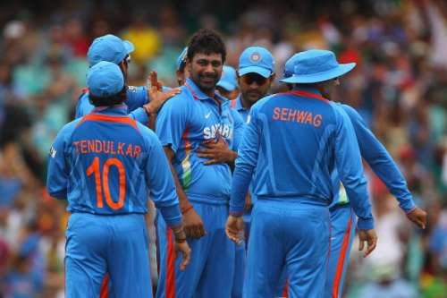 SYDNEY, AUSTRALIA - FEBRUARY 26:  Praveen Kumar of India is congratulated by team mates after dismissing Shane Watson of Australia during the One Day International match between Australia and India at the Sydney Cricket Ground on February 26, 2012 in Sydney, Australia.  (Photo by Cameron Spencer/Getty Images)