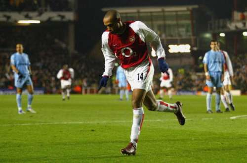 LONDON - MARCH 10:  Thierry Henry of Arsenal celebrates scoring the first goal for Arsenal during the UEFA Champions League match between Arsenal and Celta Vigo at Highbury on March 10, 2004 in London.  (Photo by Mike Hewitt/Getty Images)