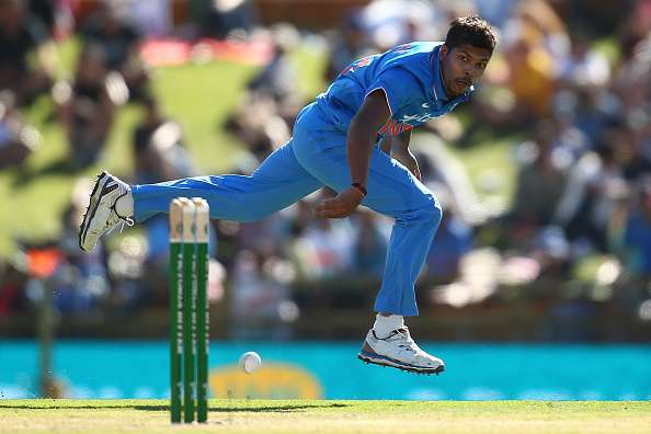 PERTH, AUSTRALIA - JANUARY 12: Umesh Yadav of India looks for a run out during the Victoria Bitter One Day International Series match between Australia and India at WACA on January 12, 2016 in Perth, Australia.  (Photo by Paul Kane/Getty Images)