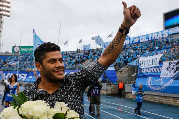 ST. PETERSBURG, RUSSIA - JULY 30: Ex FC Zenit St. Petersburg player Hulk waves goodbye to fans in the halftime of the Russian Football League match between FC Zenit St. Petersburg and FC Lokomotiv Moscow at Petrovsky stadium on July 30, 2016 in St. Peterburg, Russia. (Photo by Epsilon/Getty Images)