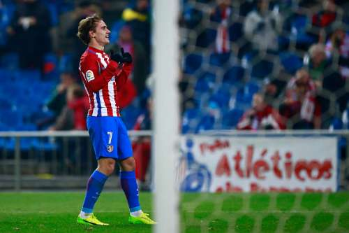 MADRID, SPAIN - JANUARY 10: Antoine Griezmann of Atletico de Madrid celebrates scoring their opening goal during the Copa del Rey  Round of 16 second leg match at Estadio Vicente Calderon on January 10, 2017 in Madrid, Spain.  (Photo by Gonzalo Arroyo Moreno/Getty Images)