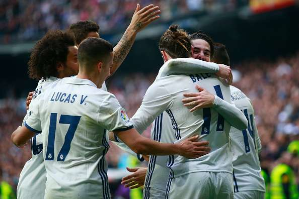 MADRID, SPAIN - FEBRUARY 18: Gareth Bale (R) of Real Madrid CF celebrates scoring their second goal with teammates during the La Liga match between Real Madrid CF and RCD Espanyol at Estadio Santiago Bernabeu on February 18, 2017 in Madrid, Spain.  (Photo by Gonzalo Arroyo Moreno/Getty Images)