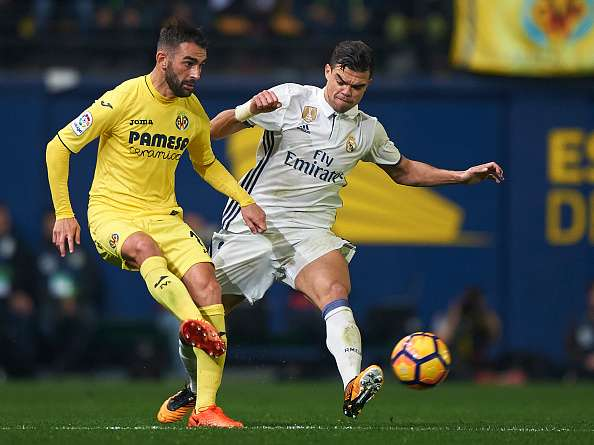 VILLARREAL, SPAIN - FEBRUARY 26:  Adrian Lopez (L) of Villarreal competes for the ball with Pepe of Real Madrid during the La Liga match between Villarreal CF and Real Madrid at Estadio de la Ceramica on February 26, 2017 in Villarreal, Spain.  (Photo by Fotopress/Getty Images)