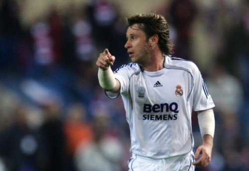 MADRID, SPAIN - FEBRUARY 24:  Antonio Cassano of Real Madrid communicates with a teammate during the Primera Liga match between Atletico Madrid and Real Madrid at the Vicente Calderon stadium February 24, 2007 in Madrid, Spain.  (Photo by Denis Doyle/Getty Images)