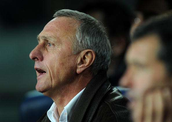 BARCELONA, SPAIN - DECEMBER 22:  Head coach Johan Cruyff of Catalunya reacts to his players during the international friendly match between Catalunya and Argentina at the Camp Nou stadium on December 22, 2009 in Barcelona, Spain. Catalunya won the match 4-2.  (Photo by Jasper Juinen/Getty Images)