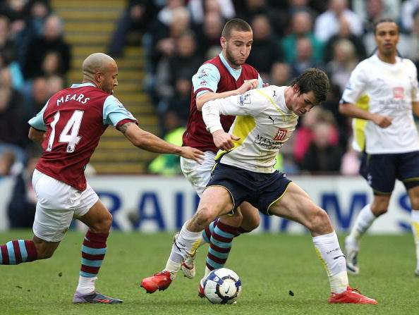 BURNLEY, ENGLAND - MAY 09 :   Gareth Bale of Tottenham Hotspur battles with Martin Paterson of Burnley during the Barclays Premier League match between Burnley and Tottenham Hotspur at Turf Moor on May 09, 2010 in Burnley, England.  (Photo by Jan Kruger/Getty Images)