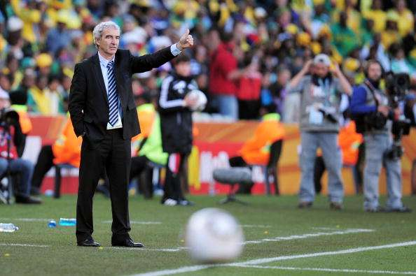 BLOEMFONTEIN, SOUTH AFRICA - JUNE 22:  Raymond Domenech head coach of France instructs his players during the 2010 FIFA World Cup South Africa Group A match between France and South Africa at the Free State Stadium on June 22, 2010 in Mangaung/Bloemfontein, South Africa.  (Photo by Clive Mason/Getty Images)