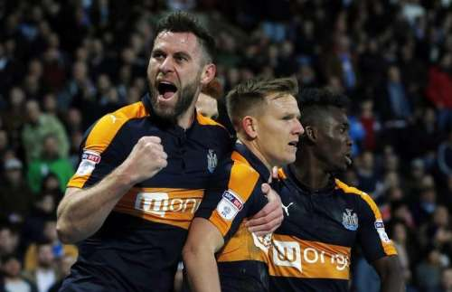Britain Soccer Football - Huddersfield Town v Newcastle United - Sky Bet Championship - The John Smith's Stadium - 4/3/17 Newcastle United's Matt Ritchie celebrates scoring their first goal with Daryl Murphy Mandatory Credit: Action Images / Craig Brough Livepic