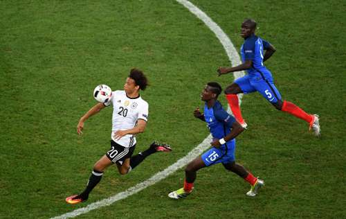 MARSEILLE, FRANCE - JULY 07:  Leroy Sane of Germany controls the ball under pressure from Paul Pogba and N'Golo Kante of France during the UEFA EURO semi final match between Germany and France at Stade Velodrome on July 7, 2016 in Marseille, France.  (Photo by Laurence Griffiths/Getty Images)