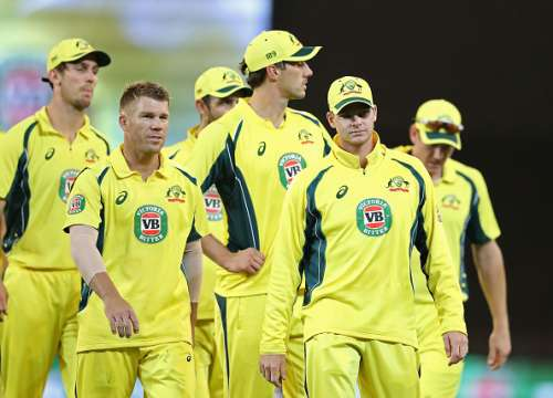 MELBOURNE, AUSTRALIA - JANUARY 15:  Steven Smith and David Warner of Australia lead Australia from the field after losing game two of the One Day International series between Australia and Pakistan at Melbourne Cricket Ground on January 15, 2017 in Melbourne, Australia.  (Photo by Scott Barbour/Getty Images)