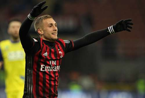 MILAN, ITALY - MARCH 04:  Gerard Deulofeu of AC Milan reacts during the Serie A match between AC Milan and AC ChievoVerona at Stadio Giuseppe Meazza on March 4, 2017 in Milan, Italy.  (Photo by Marco Luzzani/Getty Images)