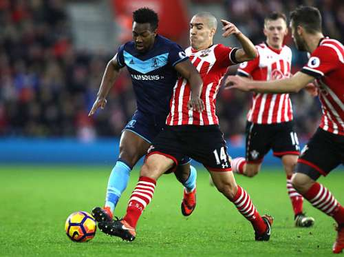 SOUTHAMPTON, ENGLAND - DECEMBER 11: Adama Traore of Middlesbrough and Oriol Romeu of Southampton battle for the ball during the Premier League match between Southampton and Middlesbrough at St Mary's Stadium on December 11, 2016 in Southampton, England.  (Photo by Bryn Lennon/Getty Images)