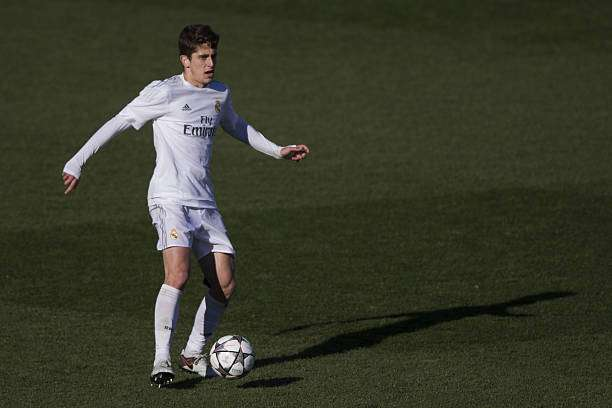MADRID, SPAIN - MARCH 08: Alejandro Salto of Real Madrid CF controls the ball during the UEFA Youth League Quarter Finals match between  Real Madrid CF and SL Benfica at Estadio Alfredo Di Stefano on March 8, 2016 in Madrid, Spain.  (Photo by Gonzalo Arroyo Moreno/Getty Images)