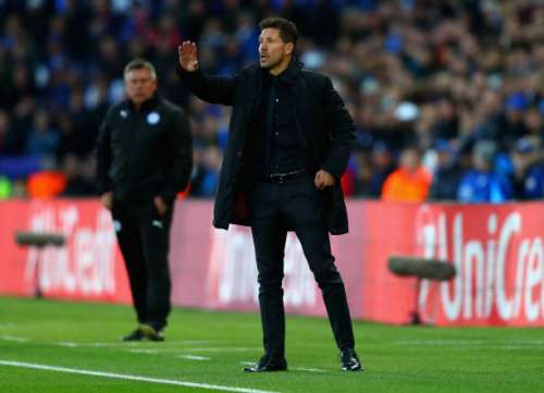 LEICESTER, ENGLAND - APRIL 18:  Diego Simeone, Manager of Atletico Madrid gives his team instructions during the UEFA Champions League Quarter Final second leg match between Leicester City and Club Atletico de Madrid at The King Power Stadium on April 18, 2017 in Leicester, United Kingdom.  (Photo by Clive Rose/Getty Images)
